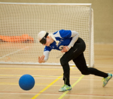 Female player throwing the goalball