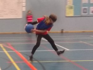 Catrin on court, throwing a shot