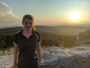 Magda with a mountainous landscape in the background
